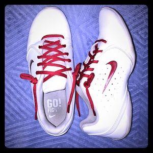 💟🚺 Nike Women's Sneakers • Size 8